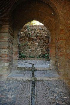 Cerca de la Puerta de los Cuartos de Granada, Alcazaba de Malaga, Espana