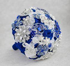 Ramo de broche. Blanco azul y plata broche por MagnoliaHandmade