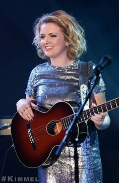 American Idol 2018 Winner Maddie Poppe Maddie Poppe, Country Music Playlist, Gospel Music, American Idol, Cut And Style, Iowa, Good Music, Worship, Anime Art