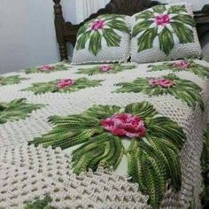 This site has many things for crochet inspiration. Crochet Bedspread Pattern, Crochet Motif Patterns, Crochet Quilt, Crochet Tablecloth, Crochet Squares, Crochet Designs, Crochet Doilies, Crochet Yarn, Crochet Flowers