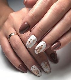 Looking for easy nail art ideas for short nails? Look no further here are are quick and easy nail art ideas for short nails. Cute Christmas Nails, Xmas Nails, Christmas Nail Art Designs, Winter Nail Designs, Holiday Nails, Halloween Nails, Fun Nails, Pretty Nails, Christmas Glitter