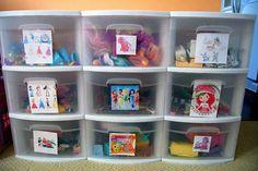 Coloque fotos dos brinquedos nas gavetas para facilitar a hora da arrumação.