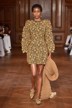 27 Great Outfit Ideas To Copy Right Now – New York Fashion New Trends New York Fashion, Fashion News, Style Fashion, Walk This Way, Mother Pearl, New Trends, Fashion Prints, Catwalk, Print Patterns