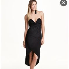 Black bandeau strapless dress NWT black H&M strapless bandeau asymmetrical dress. Has sweetheart neckline. Concealed zip back. Includes matching removable straps. Front is 26 inches long. Back is 40 inches long H&M Dresses Strapless
