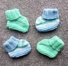 Plain or Striped Bootees pattern by Esther Kate- Plain or Striped Bootees pattern by Esther Kate Ravelry: Plain or Striped Bootees pattern by Esther Kate - Knitted Baby Boots, Baby Booties Knitting Pattern, Baby Shoes Pattern, Baby Boy Knitting, Knit Baby Sweaters, Knit Baby Booties, Baby Knitting Patterns, Crochet Pattern, Knit Baby Shoes