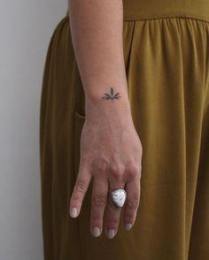 added some leaves to lien's healed ornament _____ - Tattoos - Minimalist Tattoo Mini Tattoos, Boho Tattoos, Little Tattoos, Sexy Tattoos, Tatoos, Tatuajes Tattoos, Arabic Tattoos, Feminine Tattoos, Small Meaningful Tattoos