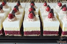 Sauerkirsch-Schnitten ohne Backen Sour cherry cuts without baking Baking Recipes, Dessert Recipes, Healthy Breakfast Smoothies, Salty Snacks, Cakes And More, Themed Cakes, No Bake Cake, Cake Decorating, Bakery