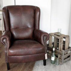 Zu finden auf http://www.my-little-store.de/7wm06fj6t33xwcx1:76 Leder Ohrensessel mit gutem Sitzkomfort. Sitzkantenhöhe 42 cm. Dieser Sessel kann in allen Wunschstoffen und Wunschleder geliefert werden. Größe: 82cm x 101cm x 93cm