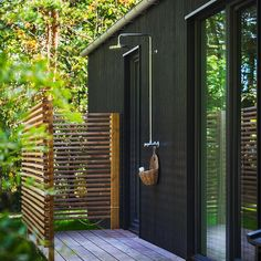 Awesome 33 Splendid Diy Outdoor Shower Design Ideas That You Should Try Outdoor Pool Shower, Outdoor Baths, Outdoor Bathrooms, Outdoor Shower Enclosure, Outdoor Spaces, Outdoor Living, Outdoor Decor, Outdoor Ideas, Garden Shower