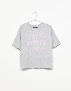 Camiseta texto. Descubre ésta y muchas otras prendas en Bershka con nuevos  productos cada semana 514e5340f7702