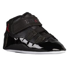 Shop kids shoes and clothing from big brands like Nike, Jordan, adidas, Reebok and a bunch more. The coolest selection of kids shoes with great deals and our fit guarantee. Ella Shoes, Boy Shoes, Baby Girl Fashion, Kids Fashion, High Top Sneakers, Sneakers Nike, Twin Babies, Baby Boys, Baby Jordans