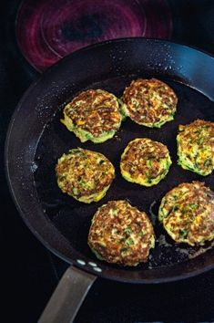 Courgetteburgers met een slaatje | Pascale Naessens Good Healthy Recipes, Veggie Recipes, New Recipes, Atkins, Easy Japanese Recipes, Hamburger, What To Cook, Keto Dinner, Cooking Tips