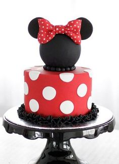 Minnie mouse themed cake - by Bake-a-boo in NZ. Some of the most amazing cakes I've seen! Minni Mouse Cake, Mickey And Minnie Cake, Bolo Mickey, Mickey Mouse, Pretty Cakes, Cute Cakes, Fondant Cakes, Cupcake Cakes, Bake A Boo