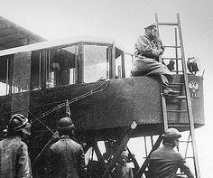 Николай II осматривает самолет Русский витязь