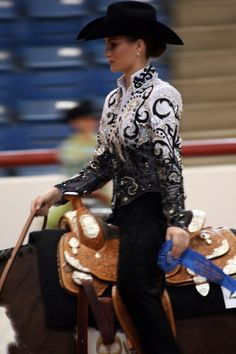 Her show shirt is gorg. I would love to have it for western pleasure!