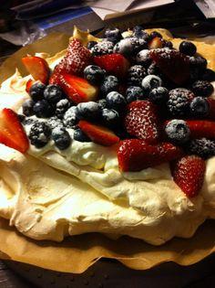 Pavlova Pavlova, Cookies, Baking, Cake, Ethnic Recipes, Food, Crack Crackers, Biscuits, Bakken