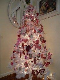 Simple Valentine's Day Tree Decorations Valentine Tree, Valentines Day Funny, Valentines Day Cakes, Valentine Day Wreaths, Valentines Day Decorations, Valentine Day Crafts, Vintage Valentines, Valentine Ideas, Valentine Wishes