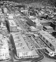 """Vista aérea de la Avenida Bolívar, El Silencio y las torres del Centro Simón Bolívar durante su construcción. Caracas, década 50 (FRANCISCO EDMUNDO """"GORDO"""" PÉREZ/ ARCHIVO EL NACIONAL)"""