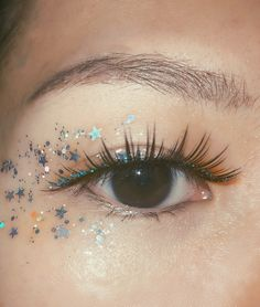Moon River Glitter Wimpern - Makeup Tips Tutorials Glitter Makeup Looks, Glitter Eyeshadow, Cute Makeup, Pretty Makeup, Simple Makeup, Eyeshadow Makeup, Eyeliner, Yellow Eyeshadow, Natural Eyeshadow