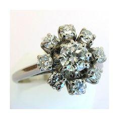 Bague de fiançailles vintage en platine et diamants. http://www.bijoux-bijouterie.com/1770-bijoux-seconde-main-bague-de-fiancailles-en-platine-et-diamants-1241.html  #bague #vintage #fiancailles #paris