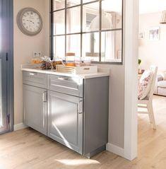 Una cocina pequeña de 8m2 con muy buenas ideas de orden y distribución Made To Measure Furniture, Kitchen Island, Kitchen Decor, Sweet Home, Buenas Ideas, Storage, Vip, Design, Home Decor