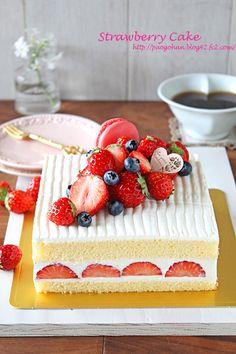 Fancy Desserts, Just Desserts, Delicious Desserts, Cupcakes, Cupcake Cakes, Gateau Aux Oreos, Fresh Fruit Cake, Fruit Cakes, 21st Birthday Cakes