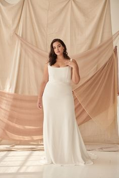 The Best Plus Size Wedding Dress Styles for Curvy Babes from Lovely Bride The Best Plus Size Wedding Dress Styles for Curvy Babes from Lovely Bride,Alexandra Grecco Are you a recently-engaged curvy babe? Plain Wedding Dress, Plus Size Wedding Gowns, Best Wedding Dresses, Wedding Dress Body Type, Plus Size Brides, Wedding Styles, The Bride, Minimalist Wedding Dresses, Curvy Bride