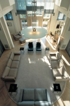 Amazing work by top interior designer of the day: Andree Putman. Top Interior Designers, Architecture, Decoration, Timeless Design, Modern Decor, Studio, Villa, Dining Table, Lounge