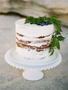 Minimal and Elegant Wedding Cake Inspiration