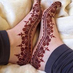 94 Easy Mehndi Designs For Your Gorgeous Henna Look Mehndi Designs Feet, Legs Mehndi Design, Mehndi Designs 2018, Mehndi Designs For Fingers, Wedding Mehndi Designs, Unique Mehndi Designs, Mehndi Design Pictures, Beautiful Henna Designs, Henna Tattoo Designs