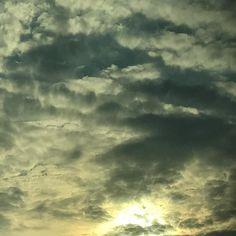 PARA MEDITAR  __ A isto respondeu Jesus: Em verdade em verdade te digo que se alguém não nascer de novo não pode ver o reino de Deus. (Jo 3:3) __ Uma prerrogativa para ver o Reino de Deus é ser nascido do alto. O homem natural não compreende as coisas de Deus (1 Co 2:14). Para isso precisamos nascer do Espírito Santo. Entretanto podemos ser nascidos do alto e ainda viver pela velha vida pela nossa razão emoção e vontade - e Aquele que é designado para nos conduzir ao verdadeiro conhecimento…