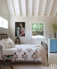 Beach Bedroom by Daniel Romualdez Architects in East Hampton, New York