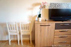 Kleiderständer aus einem halben Stuhl Austria, Blogging, Flat Screen, Create, Furniture, Home Decor, Rug Hooking, Diy, House