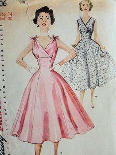 1950s FLATTERING EMPIRE FULL SKIRTED DRESS PATTERN SURPLICE BODICE, PERFECT MARILYN MONROE STYLE SIMPLICITY 4706