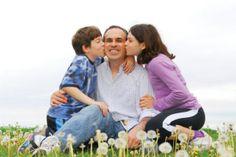 Un buen papá es el que después de una dura jornada de trabajo al llegar a casa, abraza a sus hijos y se vuelve un niño jugando con ellos. 15 de Junio Día del Padre, los esperamos en Real Hacienda Santo Tomás.