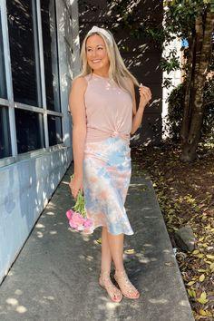 Read more on how to style our best-selling Anya Midi Skirt 4 ways! #mudpiegift #midiskirt #sliceofpie Midi Skirt Outfit, Skirt Outfits, Mud Pie Gifts, Beach Tunic, Women's Summer Fashion, Leggings Fashion, Day Dresses, Party Dress, Fashion Dresses