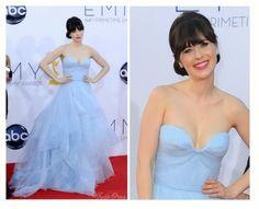 Zooey Deschanel arrasando com um vestido tomara-que-caia azul céu http://vilamulher.terra.com.br/vestido-tomaraquecaia-para-a-primavera-14-1-32-2691.html