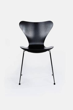 Designed in 1955 by Arne Jacobsen for Fritz Hansen, the Series 7 is a further development of the classic Ant chair. This four-legged, stackable chair represents the culmination of the lamination technique, which Jacobsen exploited to create its iconic shape. The pressure-molded veneer shell, with an inner veneer of beech and an outer veneer of ash stained to keep the wood grain visible, sits atop tubes of chromed steel.