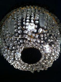 Lustre em cristal e bronze - sala dos cavalheiros.
