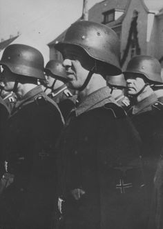Soldiers of Freiwilligen-Legion Norwegen in Fallingbostel, Germany, Ww2 History, Bad Picture, Military Pictures, Portraits, German Army, World War Ii, Wwii, Norway, Germany