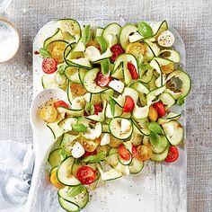 Caprese Courgette Salad - from Lakeland Best Vegetable Spiralizer, Spiralizer Recipes, Vegetable Salad, Healthy Eating Recipes, Vegetarian Recipes, Healthy Meals, Healthy Food, Spiral Vegetable Slicer, Cooking Tips