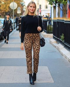 Découvrez comment porter le plus grand . Leopard Print Outfits, Animal Print Outfits, Animal Print Fashion, Leopard Print Pants, Casual Chic, Style Casual, Fall Winter Outfits, Autumn Winter Fashion, Fashion Clothes