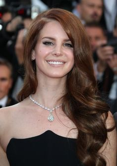 Lana Del Rey Brownish red hair, love that curl