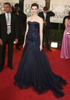 Anne Hathaway in Armani Prive, Golden Globes 2009