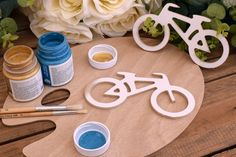 Ξύλινο Ποδήλατο 15,5cm WC4-0180-01  Χρησιμοποιήστε το ποδήλατο για να δημιουργήσετε πρωτότυπες μπομπονιέρες ή διάφορες χειροτεχνίες,για να στολίσετε τη λαμπάδα και το κουτί της βάπτισης, το τραπέζι των ευχών και το candy buffet.