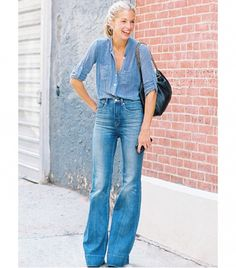 Denim on denim never gets old. Need some inspiration to be up to date on the newest denim trends? Here are 15 double denim outfit ideas to copy this summer. 70s Fashion, Fashion Week, Denim Fashion, New York Fashion, Look Fashion, Fashion Trends, High Fashion, Fashion 2018, Fashion Clothes