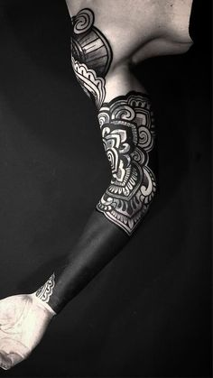 These Striking Solid Black Tattoos Will Make You Want To Go All In - cool blackout tattoo ideas © tattoo artist Diamante Tattoo 💖💖💖💖💖 - Black Tattoo Cover Up, Solid Black Tattoo, Cover Up Tattoos, Black Tattoos, Tribal Tattoos, Black Work Tattoo, Blackout Tattoo, Quarter Sleeve Tattoos, Full Sleeve Tattoos
