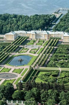Peterhof Palace in Saint Petersburg, Russia Beautiful Castles, Beautiful Gardens, Peterhof Palace, Dream Mansion, Palace Garden, St Petersburg Russia, Palaces, Luxury Homes Dream Houses, Belle Villa