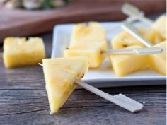 Rum Soaked Pineapple Pops - For Adult Only Parties! Make it with Rhum Vieux Labbé for an extra perfect taste Best Nutrition Food, Health And Nutrition, Nutrition Articles, Fitness Nutrition, Nutrition Products, Health Diet, Alcohol Soaked Fruit, Great Recipes, Favorite Recipes