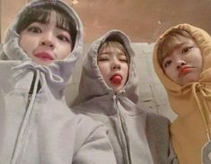 Discovered by Find images and videos about Oljjang and korea on We Heart It - the app to get lost in what you love. Mode Ulzzang, Ulzzang Korean Girl, Cute Korean Girl, Ulzzang Couple, Best Friend Pictures, Bff Pictures, Korean Best Friends, Mode Lolita, Girl Friendship